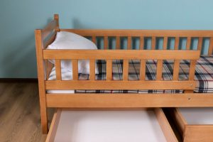 Бортик до ліжка для маленьких дітей