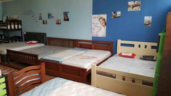 Двоспальні ліжка з дерева магазин
